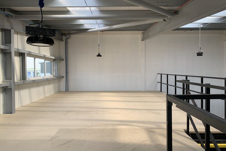IL8, Daedalus Park, Lee-On-The-Solent, Industrial To Let - XYSsJBLL.jpg