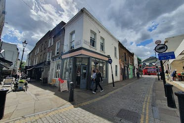 27 Camden Passage, London, Retail To Let - 20210512_144909.jpg - More details and enquiries about this property