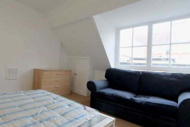 Flat 3, 27 Red Lion Street, London To Let - Front Bedroom.jpg