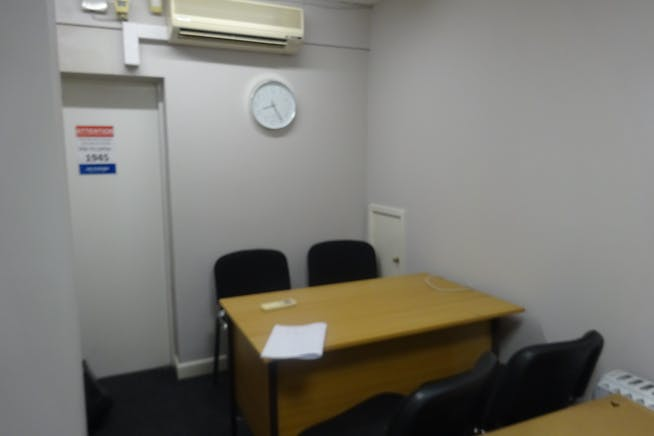 34-36 Burlington Street, Chesterfield, Offices / Retail To Let - DSC03023.JPG