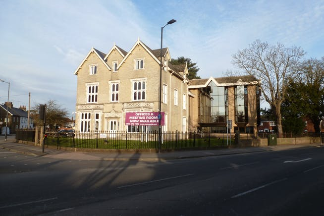 Churchill House, Slough, Investment / Offices For Sale - P1080894.JPG
