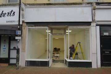 4 Camp Road, Farnborough, Retail To Let - IMG_0671.JPG