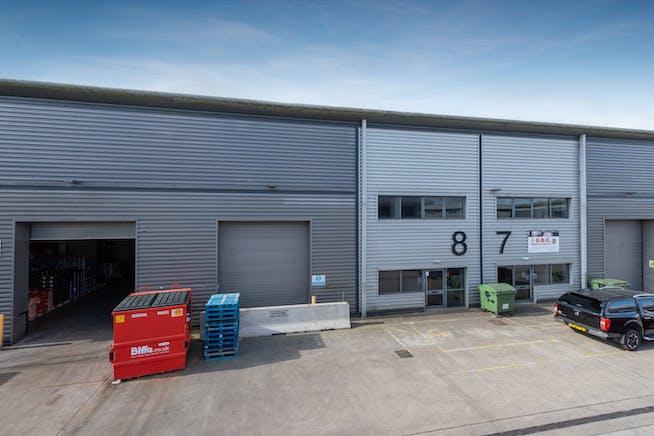 8 Drakes Drive, Aylesbury, Industrial To Let - FRONT 1.jpg