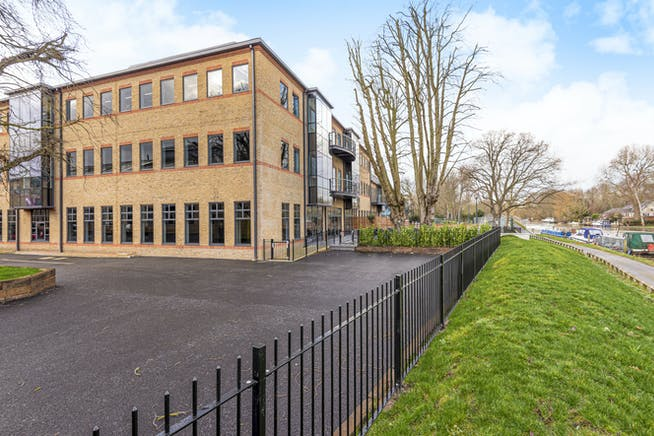 Waterfront, Waterside Park, Staines-Upon-Thames, Office To Let - 5e1db249eea8f-l-569062 (11).jpg