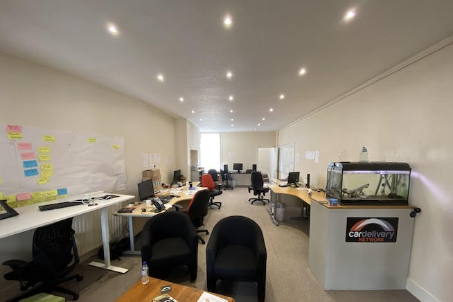 1st and 2nd Floor Offices, 19 Cornmarket, Thame, Office To Let - IMG_8129.JPG