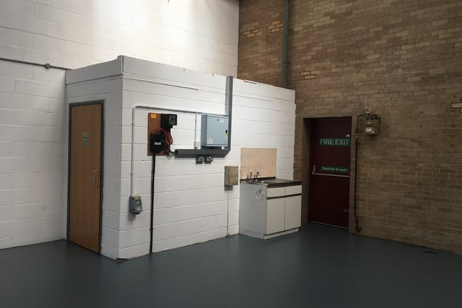 Unit 3, Boundary Business Centre, Woking, Warehouse & Industrial To Let - IMG_1810.JPG