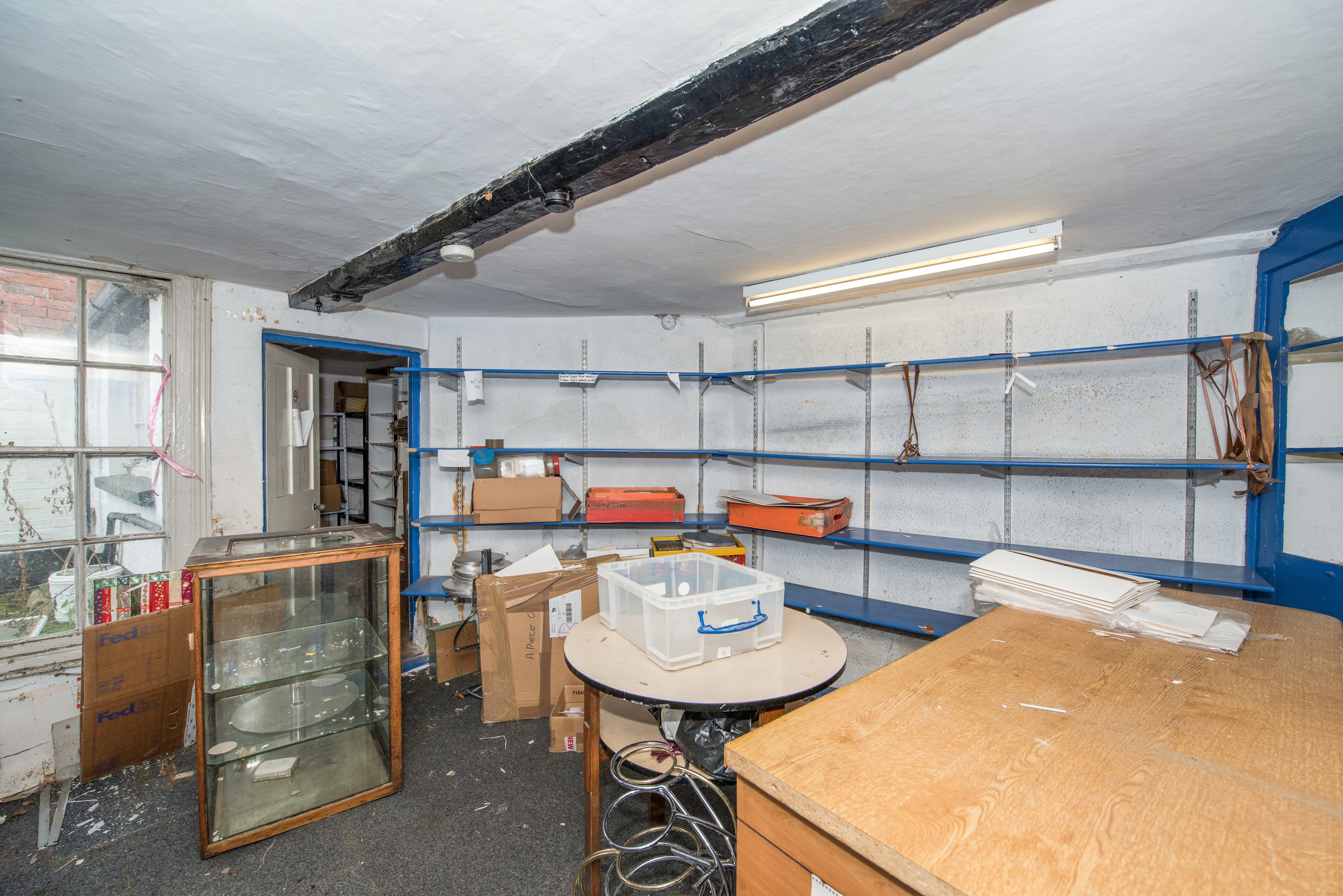 18-20 Upper High Street, Thame, Retail / Residential / Investment For Sale - Fields19.jpg