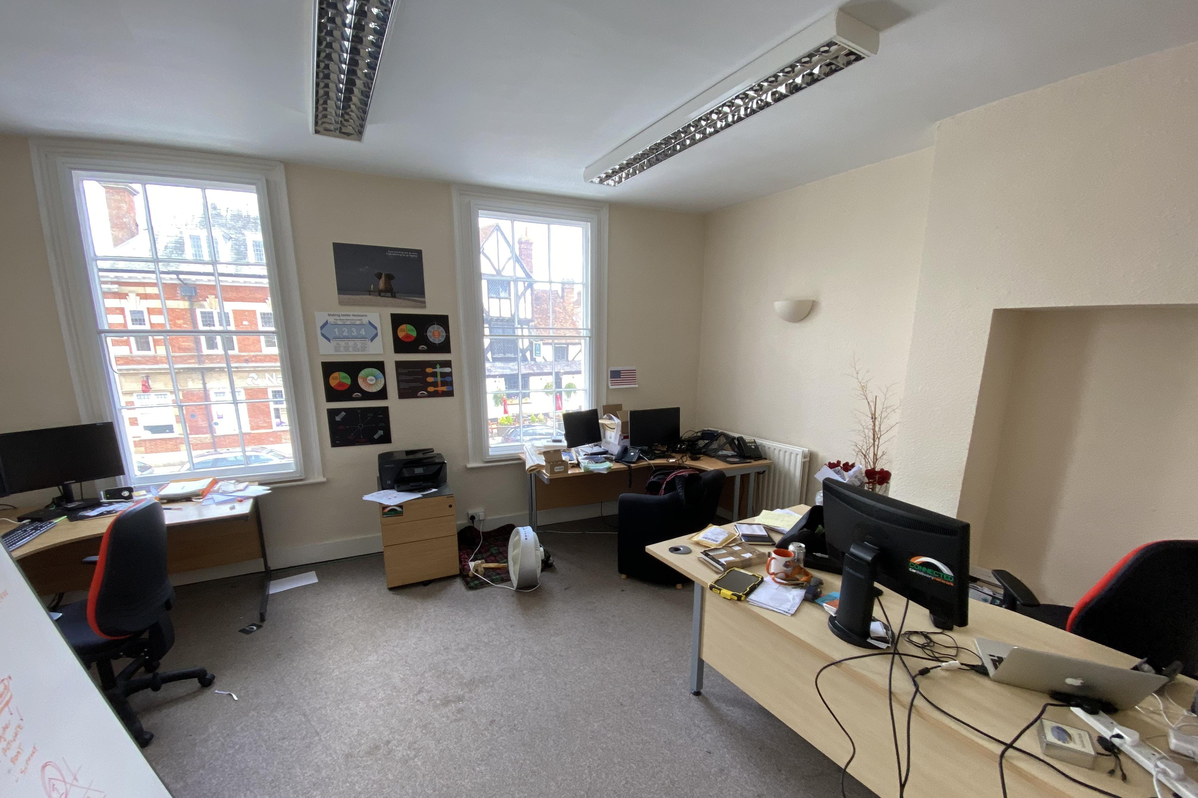 1st and 2nd Floor Offices, 19 Cornmarket, Thame, Office To Let - IMG_8128.JPG