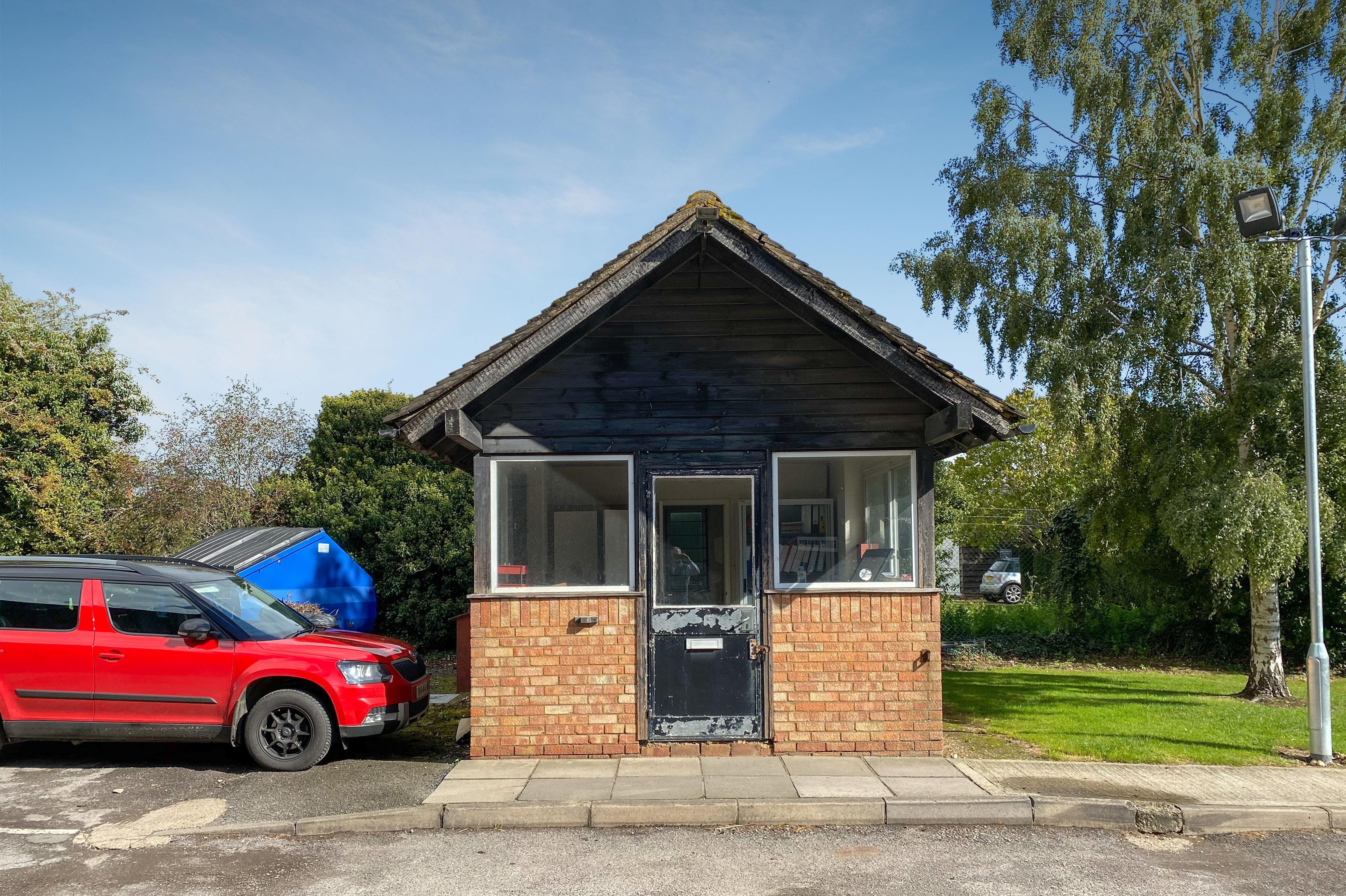 The Gatehouse, Pegasus Way, Haddenham, Office / Industrial / Retail To Let - TH-2.jpg