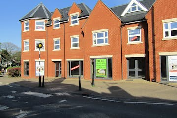 1 High Street, Crowthorne, Retail To Let / For Sale - IMG_1610.JPG