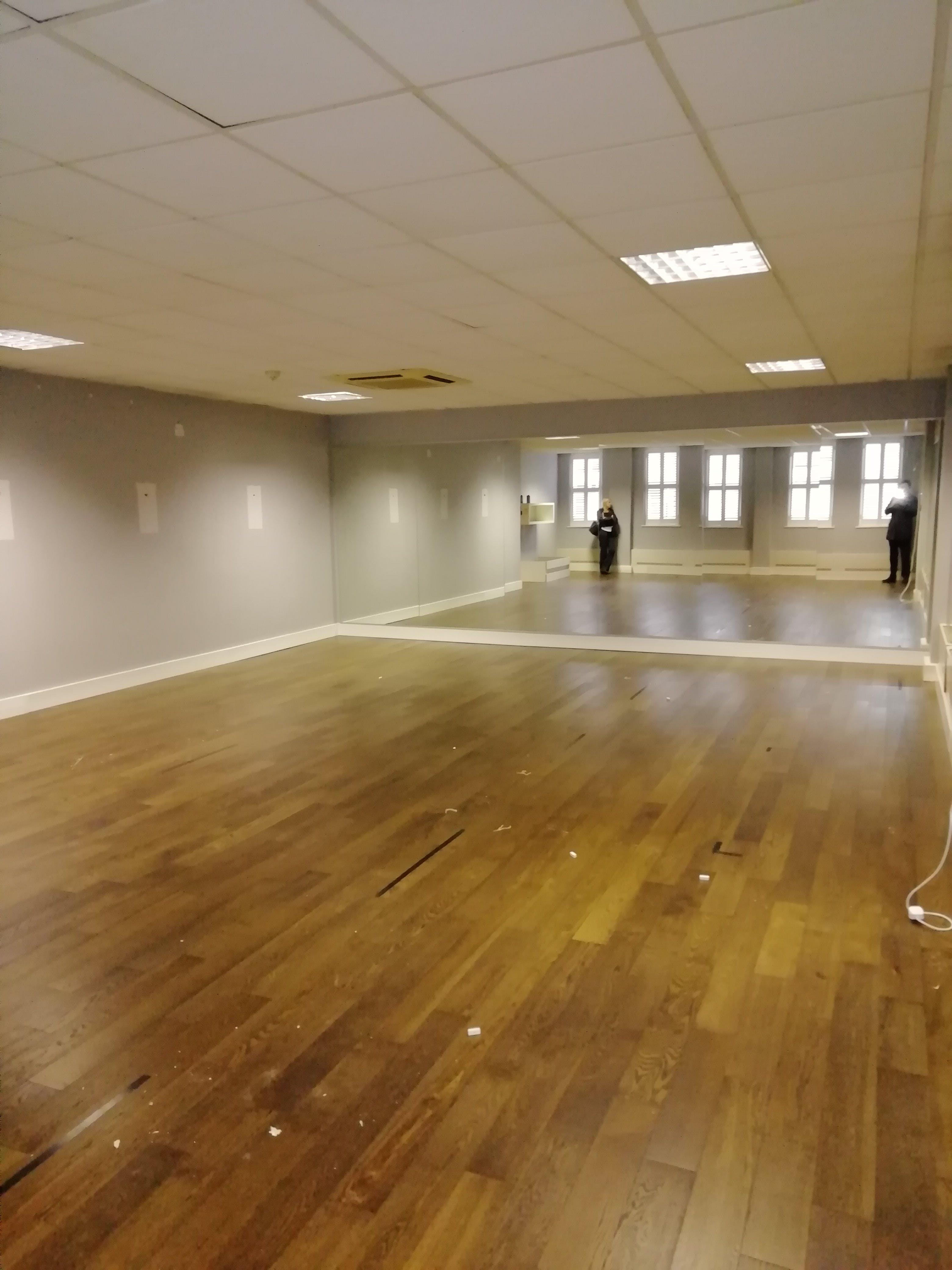 First Floor, 39 Queen Street, Maidenhead, Offices / Other / Other To Let - 1st floor studio 2.jpg