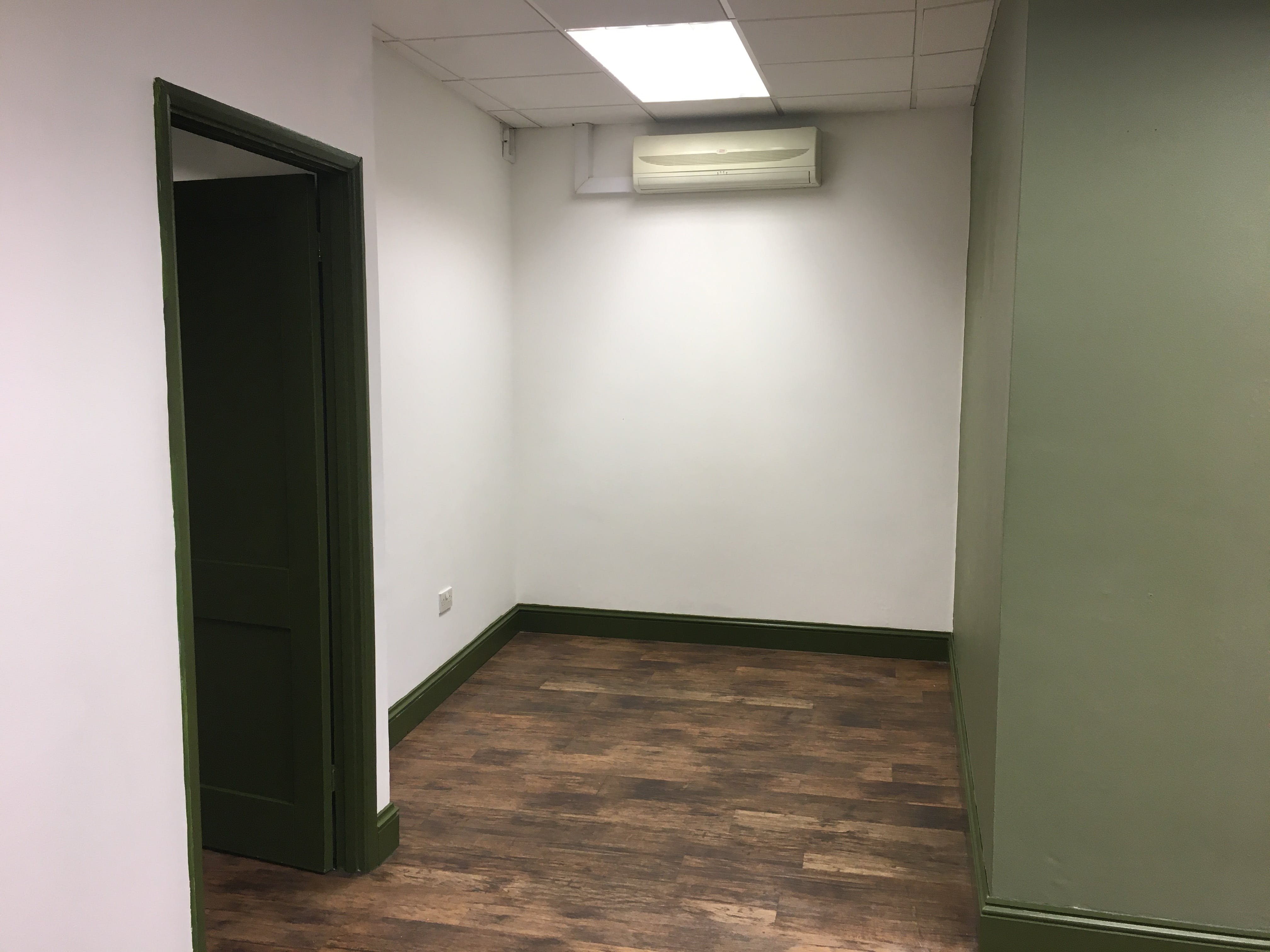 4A Cleary Court, Cleary Court, Woking, Retail To Let - IMG_1781.JPG