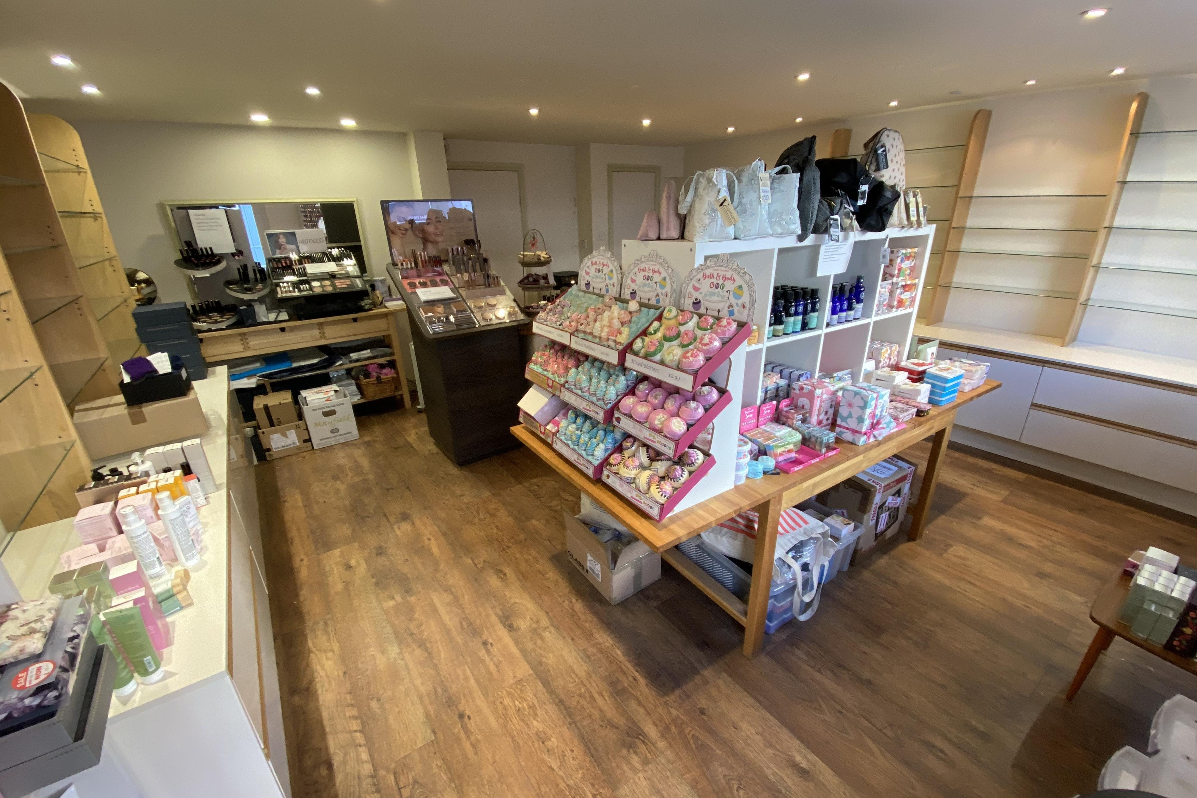 17A Buttermarket, Thame, Retail To Let - INT 1.JPG