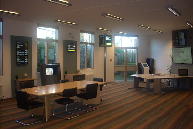 Units 3 & 4, The Courtyard, Bracknell, Offices To Let - DSCN5696.JPG