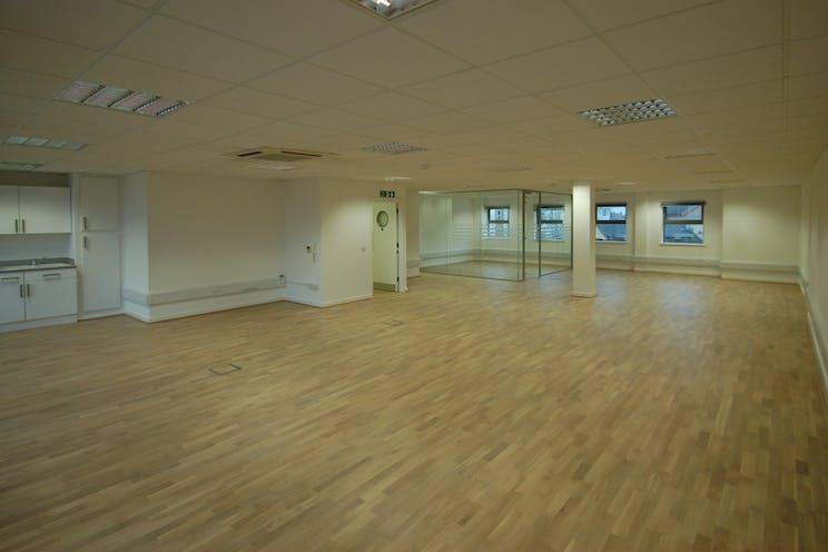 3rd Floor, 118-128 London Street, Reading, Office To Let / For Sale - DSC_0002.JPG