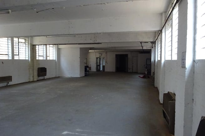 1 Bridge Close, Romford, Warehouse & Industrial To Let - DSC00384.JPG