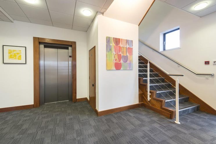 1st Floor Lindsey House, 1 Station Road, Addlestone, Offices To Let - Communal 2