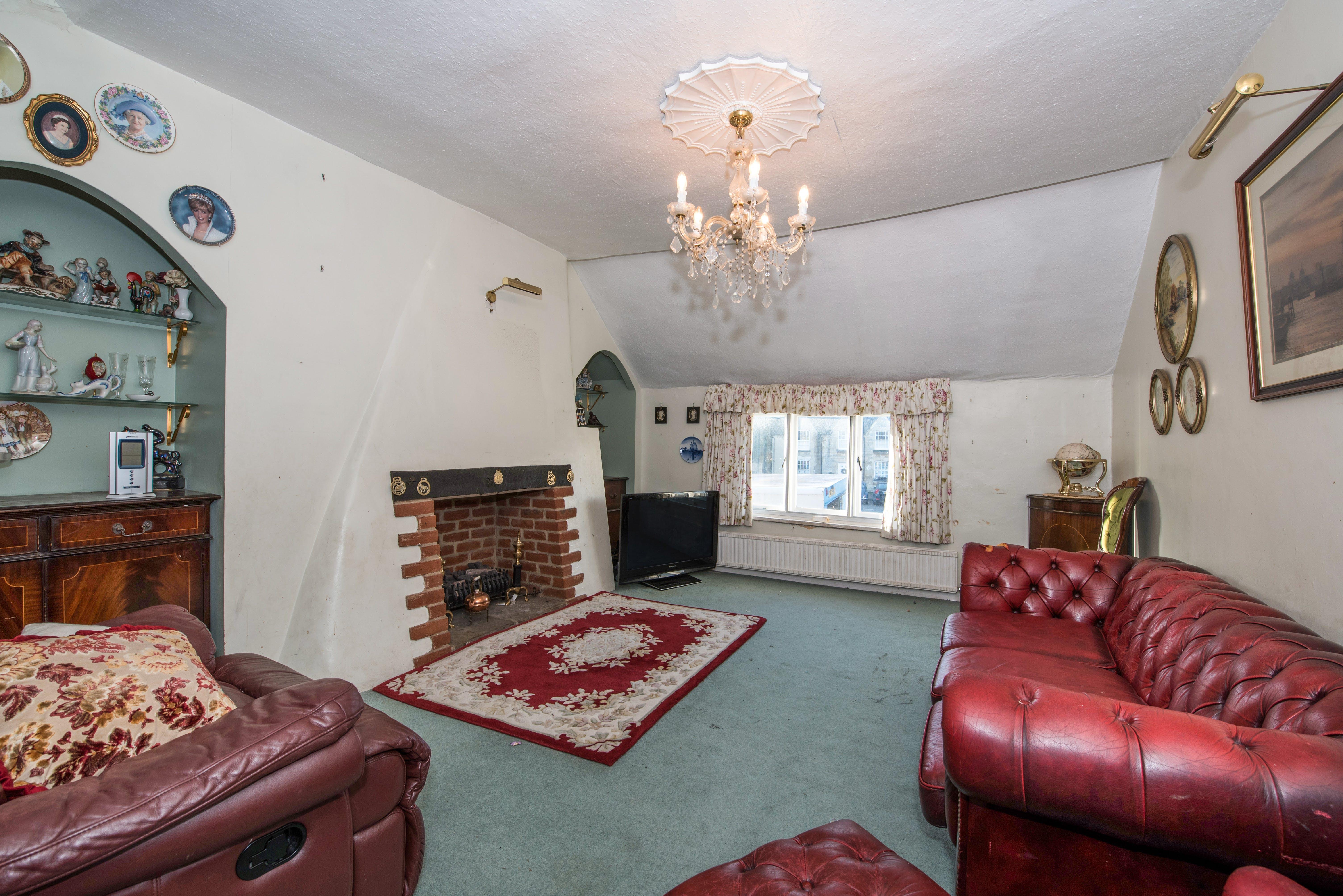 18-20 Upper High Street, Thame, Retail / Residential / Investment For Sale - Fields01.jpg