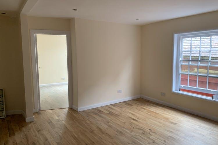 1st & 2nd Floors, 10 Middle Street, Horsham, Office To Let - IMG_2116.jpg