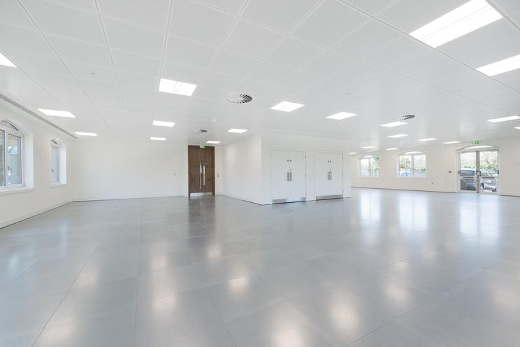 Russell House, Regent Park, Leatherhead, Offices To Let - IW-150317-GKA-042.jpg