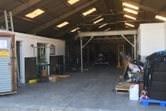 Unit 1, Thurley Business Units, Reading, Industrial To Let - 1 Thurley internal 1.jpg