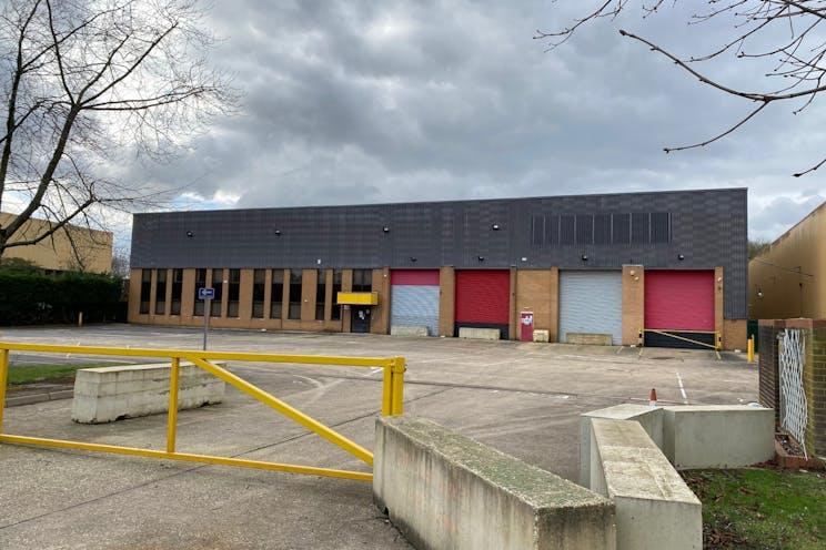 Unit 4 Worton Grange, Reading, Industrial To Let - Unit 4 - Front Elevation