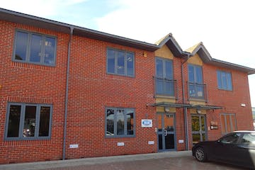 5 Axis Centre, Leatherhead, Offices To Let - DSC02444.JPG