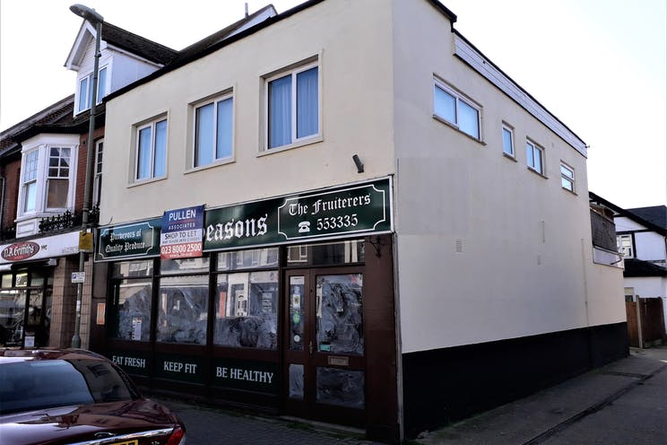 135 High Street, Lee-on-the-Solent, Retail To Let - main image.jpg