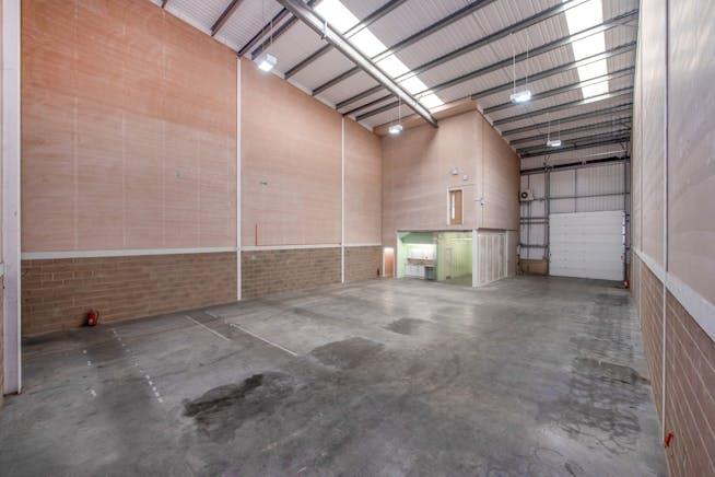 8 Drakes Drive, Aylesbury, Industrial To Let - WAREHOUSE 2.jpg