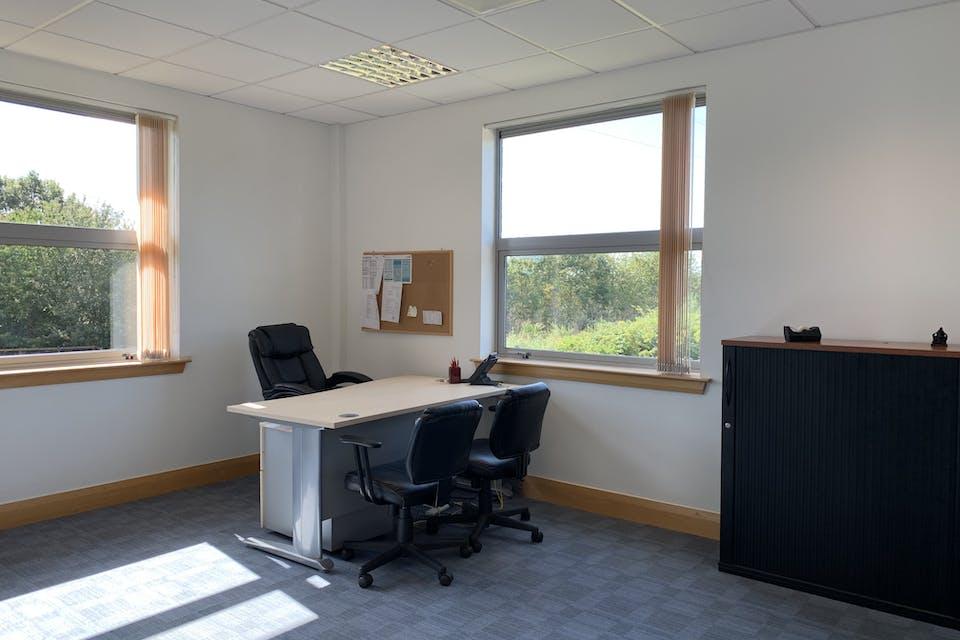 Unit 4 Winnersh Fields, Winnersh, Offices To Let - IMG_9632.jpg