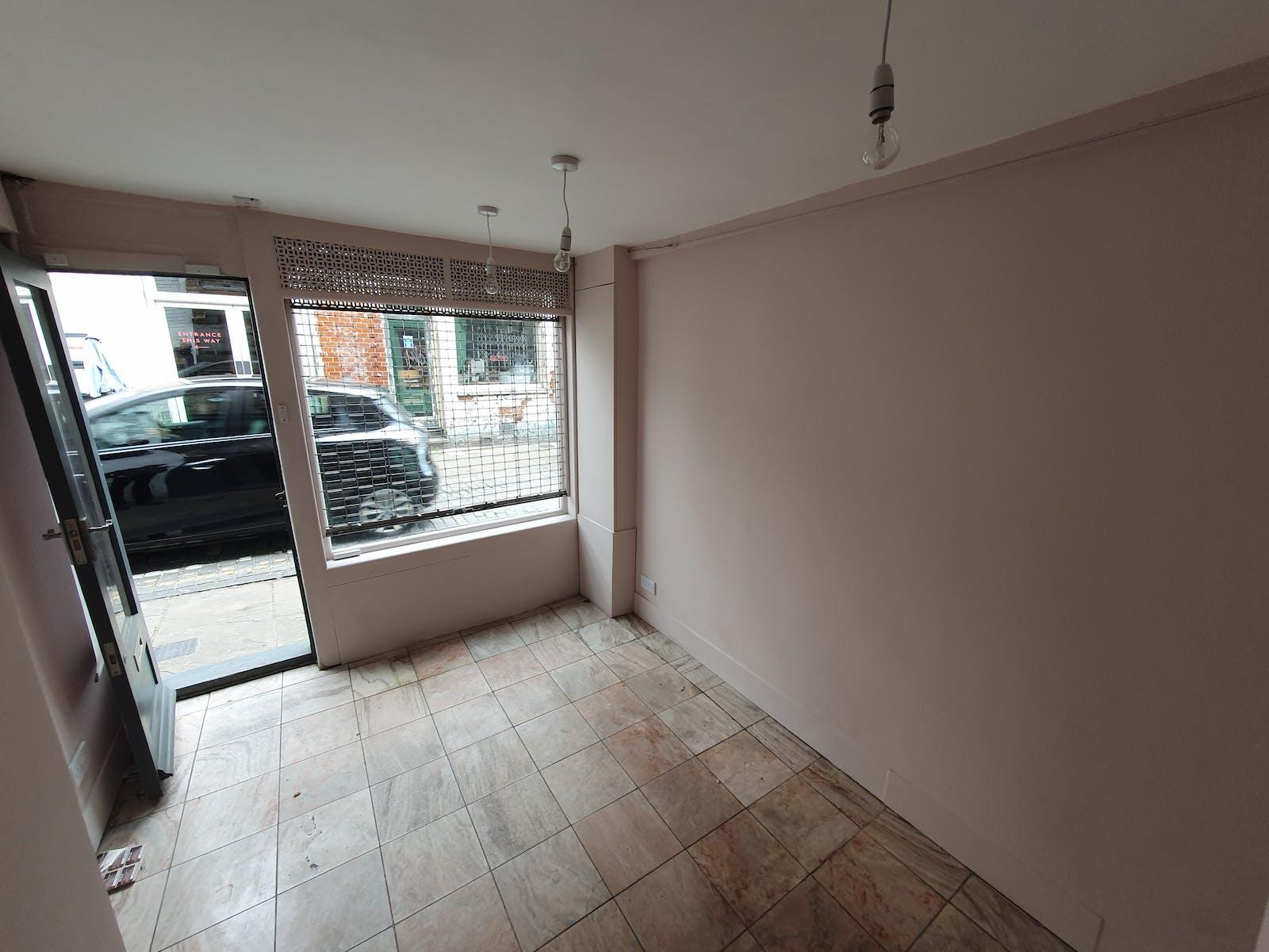 2 Charlton Place, London, Retail / Showroom To Let - 20210512_143108.jpg