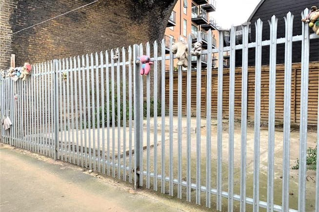 Arch 19 Valentia Place, Brixton, Industrial To Let - 2 Valentia Place Arch 19  Brixton.jpg