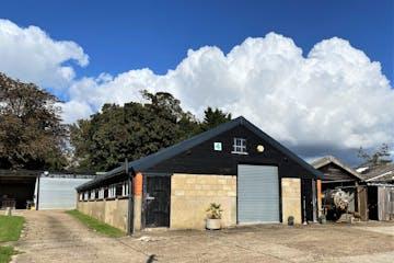 4 Pinkneys Farm, Maidenhead, Industrial To Let - External 4 Pinkneys.jpg