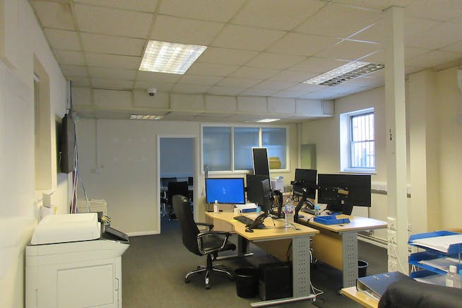 Commercial Unit 1/1A, Groundworks House, Egham, Offices To Let - IMG_2433.JPG
