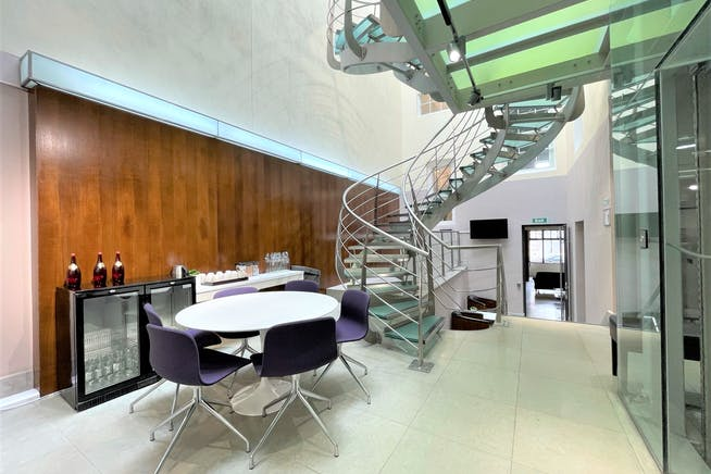 22 King Street, London, Offices To Let - Communal Breakout