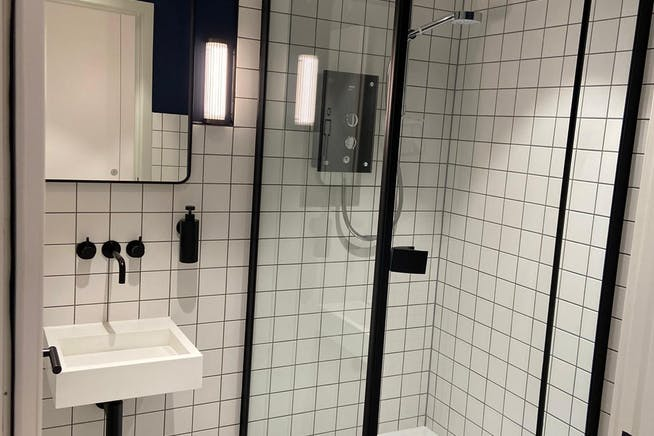 Barratt House, 341-349 Oxford Street, Mayfair, London, Office To Let - shower.jpeg