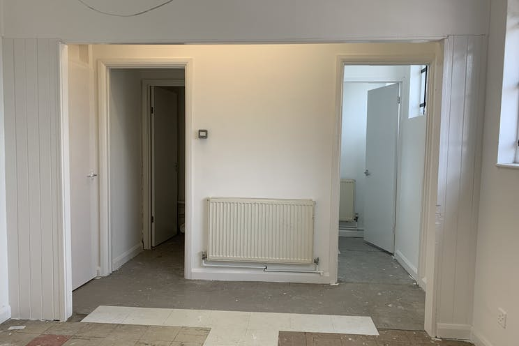 1 Queens Parade, Waterlooville, Retail To Let - 20210705 131314.jpg