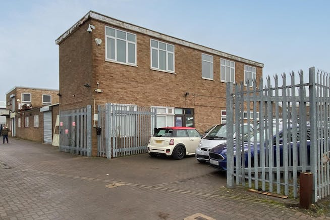 6 Lupton Road, Thame, Industrial / Investment To Let - FieldsExt02.jpg