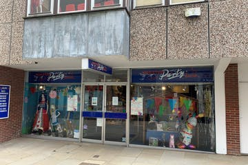 Unit 2, 11-12 Middle Street, Horsham, Retail To Let - Front.jpg