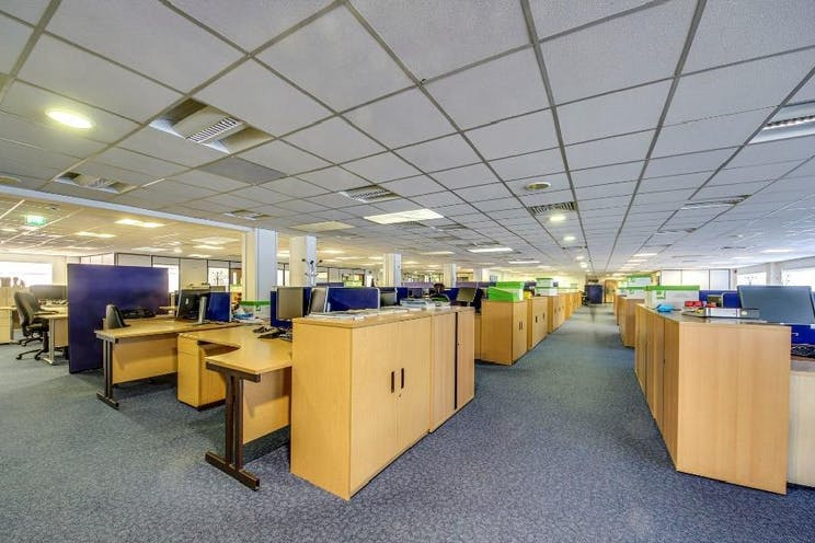 First Floor Offices, Unit 3 Lansbury Business Estate, Woking, Offices To Let - 3 lansbury4.jpg