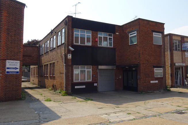 1 Bridge Close, Romford, Warehouse & Industrial To Let - DSC00395.JPG