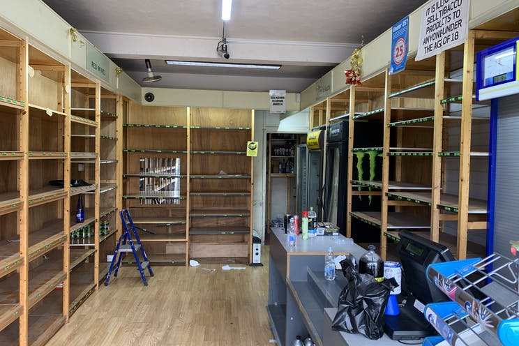 3 Station Road, Hayling Island, Retail To Let - Photo 23-09-2019, 12 13 24.jpg
