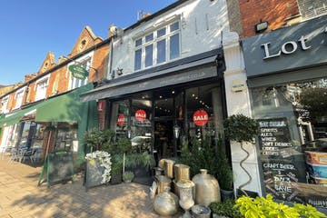 22 The Parade, Esher, Retail For Sale - IMG_0617.jpg