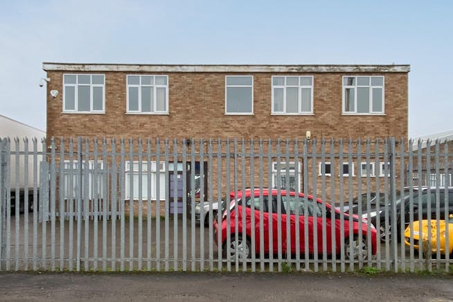 6 Lupton Road, Thame, Industrial / Investment To Let - FieldsExt05.jpg