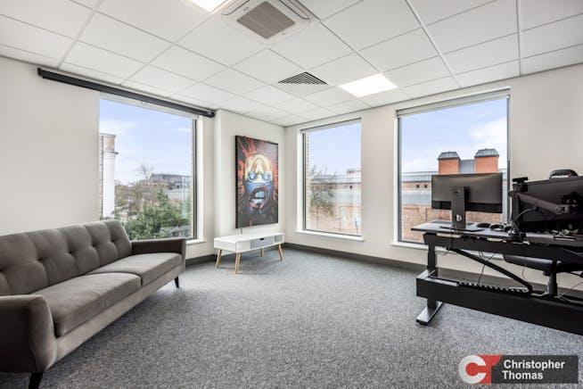 York House, Sheet Street, Windsor, Office To Let - 70c5d7361c7c41e6b629d9d7bdb311b9.jpg