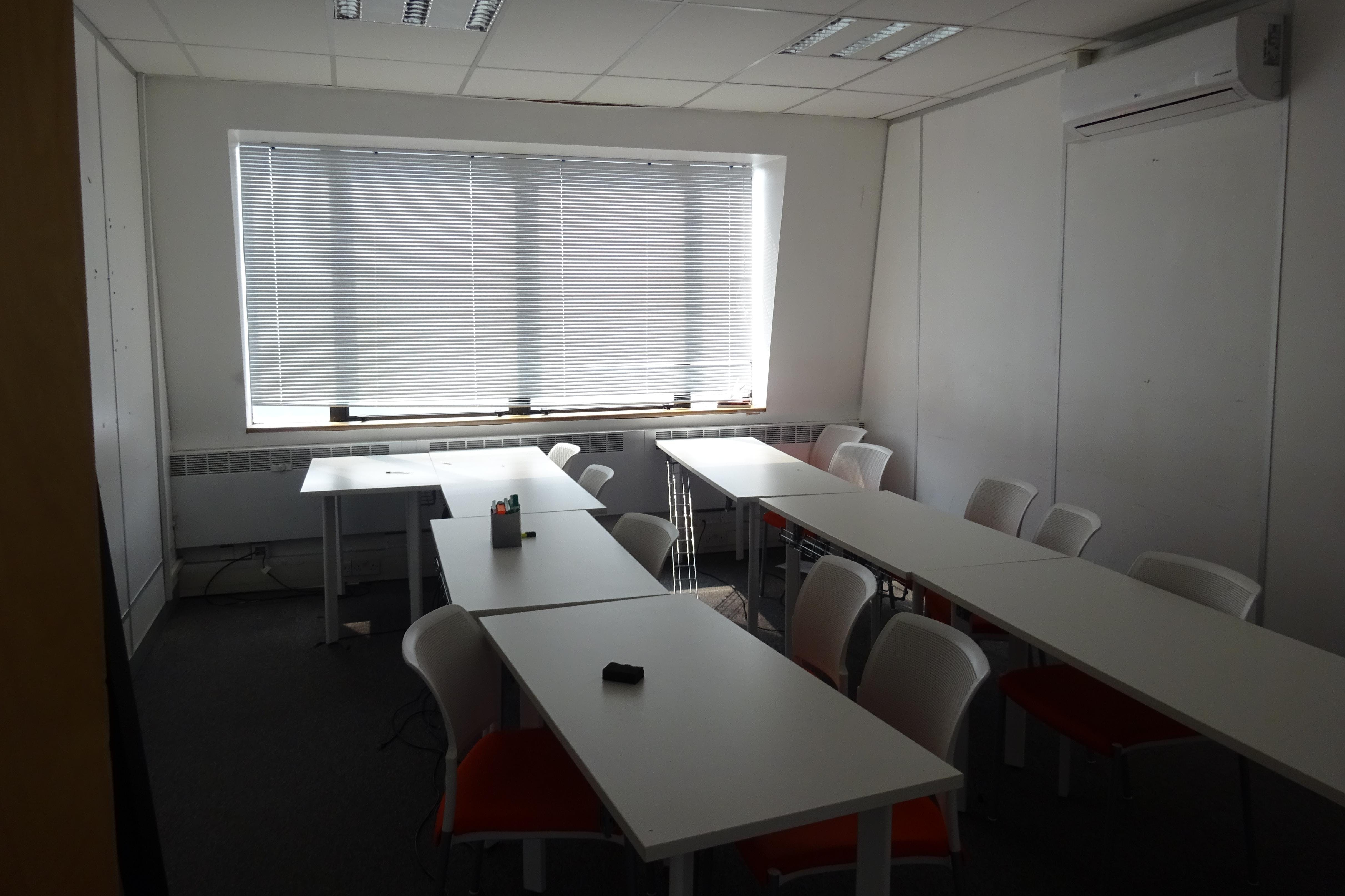 Queens Court, 9-17 Eastern Road, Romford, Offices To Let - Romford_Office_To_Rent_Let.JPG