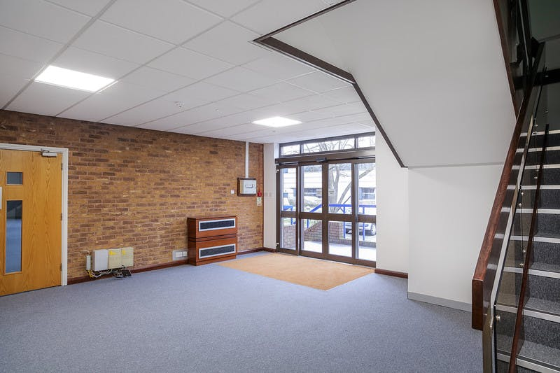 Unit 3, The Western Centre, Bracknell, Industrial To Let - iZKKR2CLL.jpg