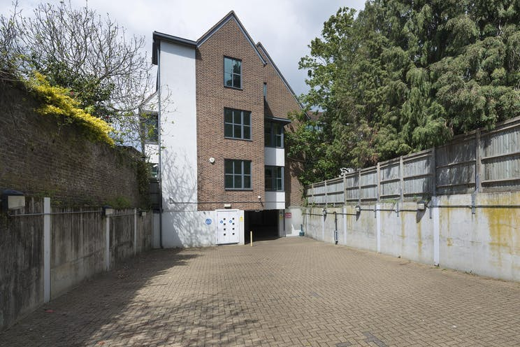 Vale House, Roebuck Close, Reigate, Offices To Let - IW-050519-GKA-039.jpg
