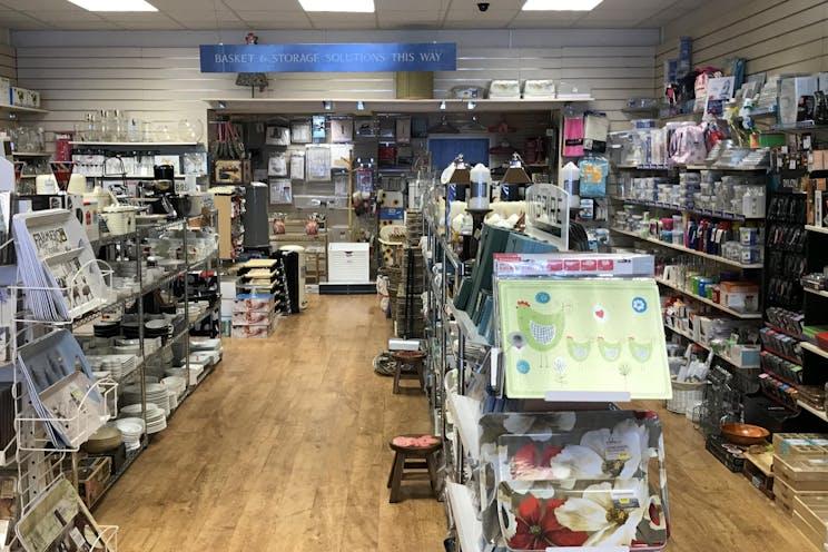 1B, 3 North Street, Leatherhead, Retail To Let - IMG_6114.JPG