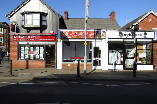 24 Dukes Ride, Crowthorne, Retail For Sale - IMG_0572.JPG